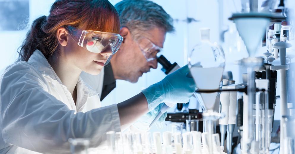 bnr-female-researcher-lab